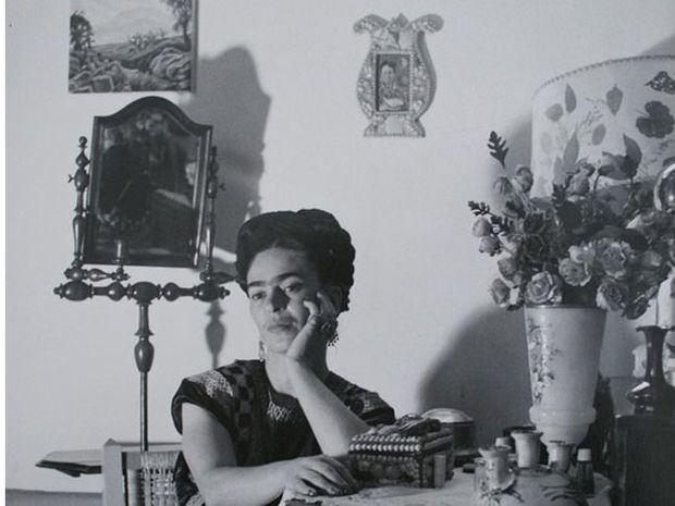 Serie Frida No. 11, 1907-1954 Impresión en plata. 25 x 20 cm.