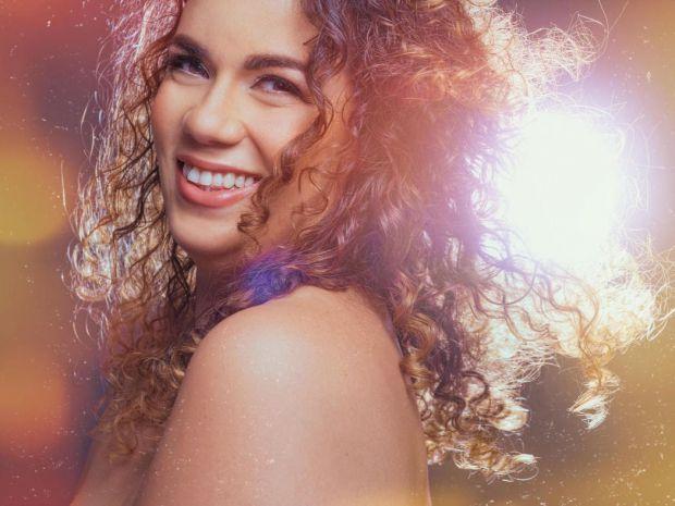 """""""Despertar"""" el primer álbum de Laura Rivera"""