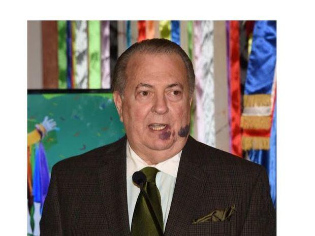 """El ministro de Cultura felicita a los periodistas y dice: """"venceremos y habrá tiempo para celebrar"""""""