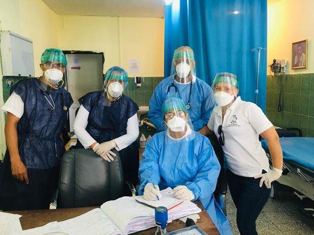 Las máscaras confeccionadas en Escuela de Arquitectura en uso clínico.