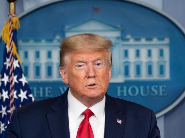 El presidente de los Estados Unidos, Donald J. Trump, participa en una conferencia de prensa con miembros de la Fuerza de Tarea de Coronavirus en la Casa Blanca en Washington, DC, EE. UU., 08 de abril de 2020. (Estados Unidos).