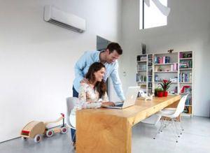 Climatizar el espacio de trabajo crea un ambiente óptimo para quienes trabajan desde casa.