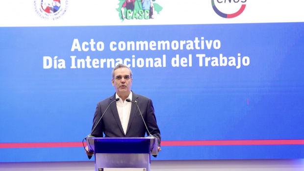 """Abinader promete """"incentivar"""" al sector privado a incrementar los salarios"""