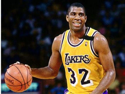 "Cinco veces campeón de la NBA, Earvin ""Magic"" Johnson"