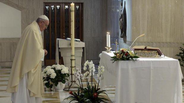 El papa: Hemos depredado la tierra, poniendo en riesgo hasta nuestra vida
