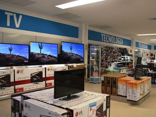 Los comerciantes de muebles y electrodomésticos piden les permitan operar.