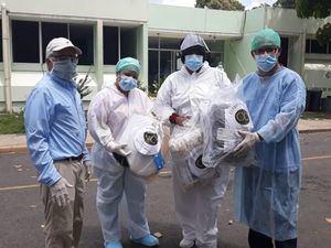 Cónsul Juan Barceló entrega equipos médicos a nombre del Cuerpo Consular al Hospital Providencial Dr. Leopoldo Martínez en Hato Mayor.