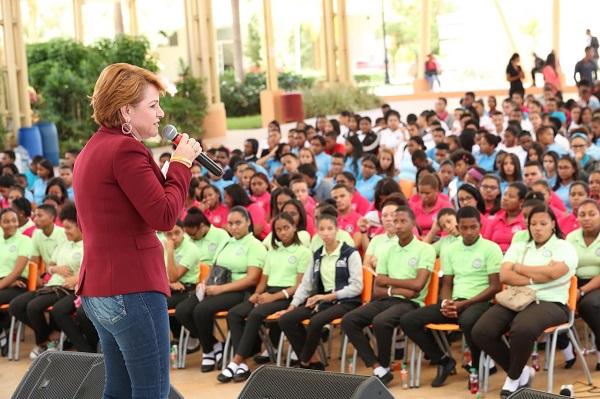 Lucía Medina dice desde el Congreso se ha estado legislando para la juventud