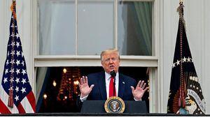 El presidente de los Estados Unidos, Donald J. Trump, habla desde el Balcón de la Habitación Azul de la Casa Blanca durante una ceremonia de Rolling to Remember en honor a los veteranos y prisioneros de guerra / desaparecidos en acción (POW / MIA) en Washington, DC, EE. UU.