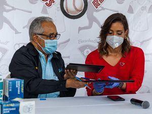 Dr. Rafael Sánchez Cardena y Carolina Cruz de Martínez.