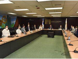 Valdez Albizu, recibe a rectores de universidades para evaluar la situación del sector de Educación Superior por el impacto económico del COVID-19.