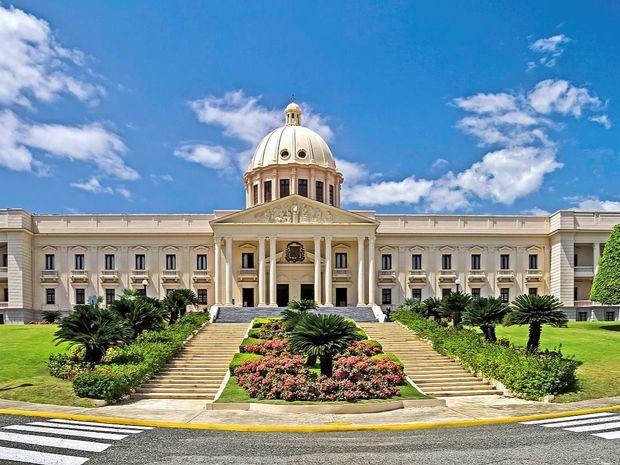 Presidente Danilo Medina designa nuevos gobernadores en siete provincias, cónsul en Juana Méndez, Haití y subdirector IAD.