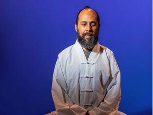 Maestro de la medicina tradicional China, el Dr. Sandino Grullón.