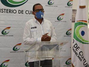El gobernador de la provincia La Romana, Teodoro Ursino Reyes, quien resaltó como muy significativo que lo que ayer era una cárcel, hoy sea un centro cultural.