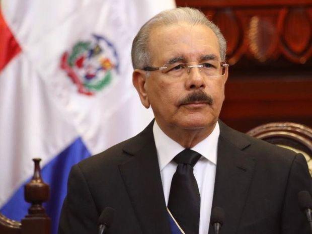 Medina promulga Ley que incrementa presupuesto en 150,000 millones de pesos.