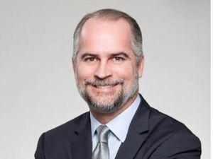 Analista financiero Alejandro Fernández W.