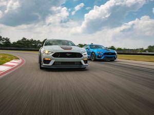 La transmisión manual de seis velocidades de Ford Performance y una transmisión automática de 10 velocidades disponible proporcionan capacidad dentro y fuera de la pista.