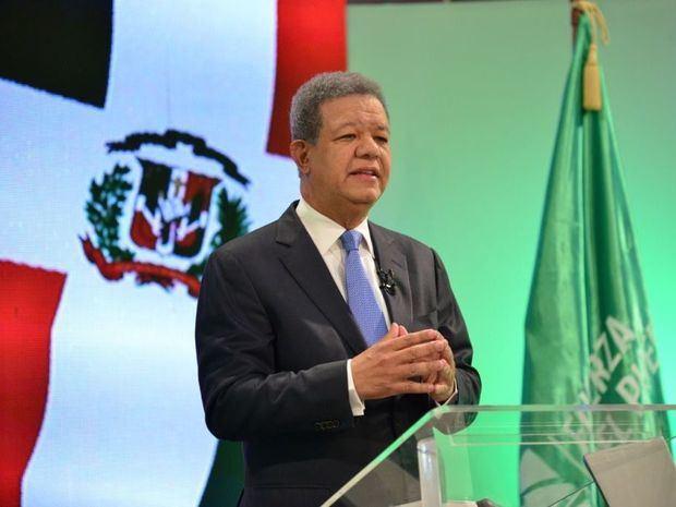 Fernández reitera su rechazo a las encuestas que le ubican en un tercer lugar