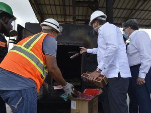 Aduanas incinera 32.8 MM unidades de cigarrillos