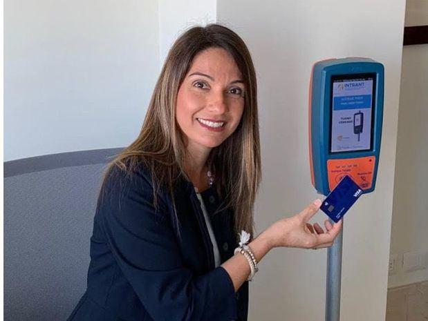 Se usarán tarjetas Visa contactless para pagar transporte masivo en la ruta 27 de Febrero
