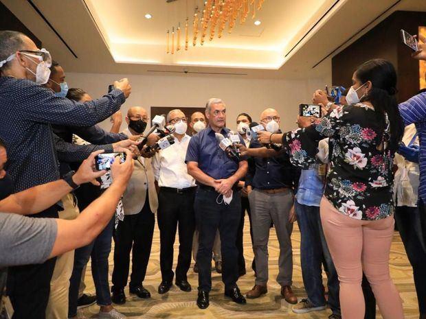 Castillo pide que ningún candidato cante victoria antes de resultado oficial