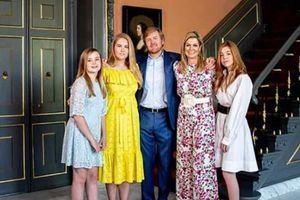 Los reyes de Holanda, Guillermo y Máxima junto a sus hijas, Amalia, Alexia y Ariane, posaron en día de la celebración del cumpleaños de el rey de Holanda.