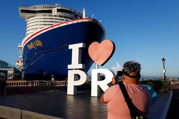 El crucero Carnival Mardi Gras fue registrado este martes a su llegada al puerto de San Juan, Puerto Rico.