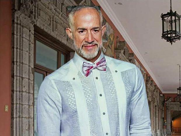 En la juramentación el traje es blanco ¿Por qué no la Chacabana?