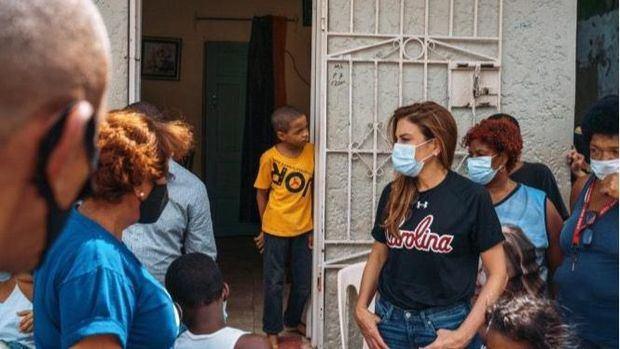 Carolina Mejía inspecciona obras comunitarias que ejecuta ADN en la ciudad