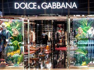 La firma Dolce & Gabbana se zambullen en las cristalinas aguas del mar de Sorrento con su colección masculina.
