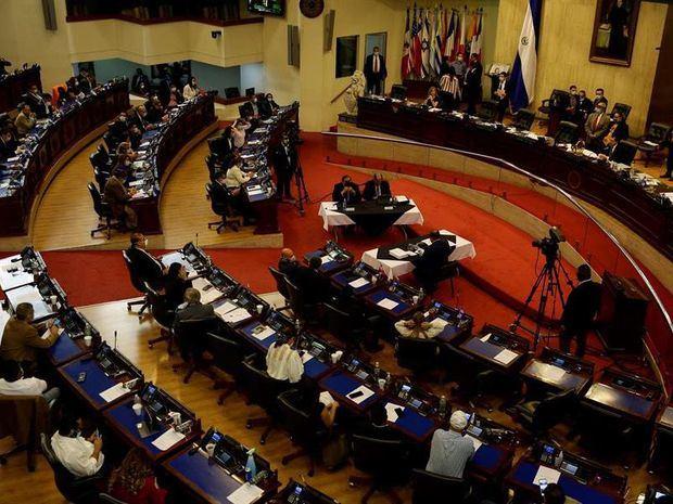 Cuatro partidos eligen a candidatos al Congreso y alcaldías en El Salvador
