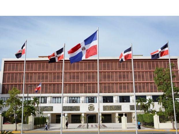 La Cámara de Diputados convirtió en ley este jueves, en única lectura, las observaciones que hizo el Poder Ejecutivo al proyecto de educación y comunicación ambiental de la República Dominicana.