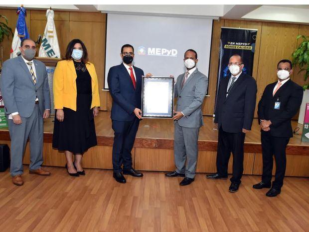 Entrega de certificación Internacional de Protocolos contra el Covid -19.