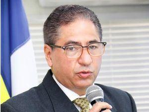 Rafael Piantini, presidente de Coopnazonaf, pronuncia las palabras centrales.