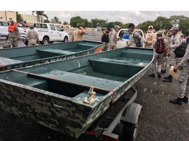 Armada de República Dominicana realiza operaciones de búqueda y rescate en las zonas afectadas por el paso de la tormenta Isaías en el país.
