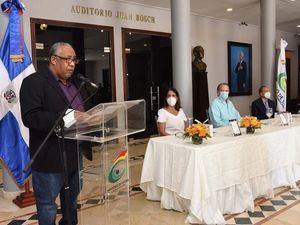 En nombre de los autores de las obras que fueron puestas en circulación habló el escritor César Sánchez Beras.