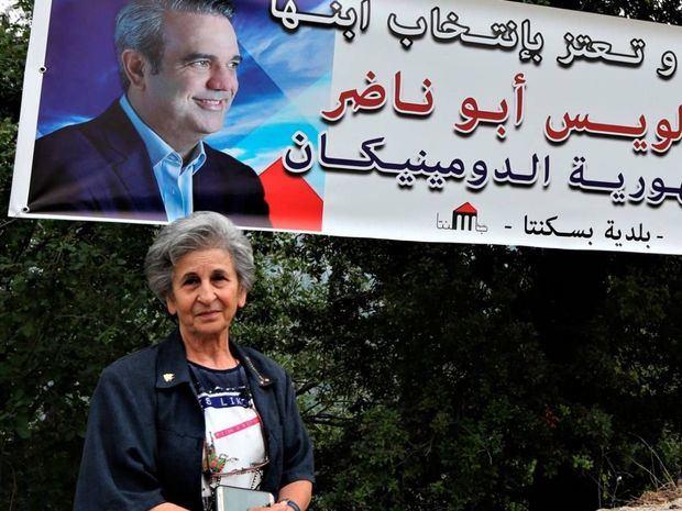 """Toda la ciudad comparte el sentimiento de Botros, con la pancarta en su entrada que dice """"Baskinta está orgullosa de su hijo, el Dr. Luis Abu Nader, electo presidente de la República Dominicana"""". EFE / EPA"""