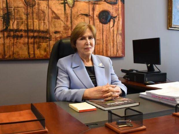 Ministra de Cultura, Carmen Heredia.