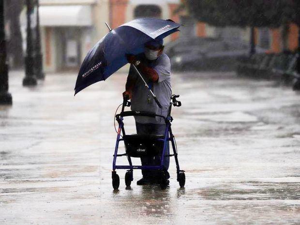 Laura deja en Puerto Rico cerca de 200.000 sin electricidad y mucha lluvia