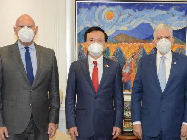 Presidente del Senado de la República recibe  visita de cortesía del embajador de la República China Popular Zhang Run.