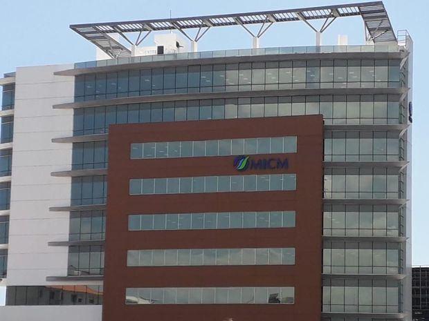 Ito Bisonó solicita revisión de millonario Contrato de Alquiler del edificio del MICM.