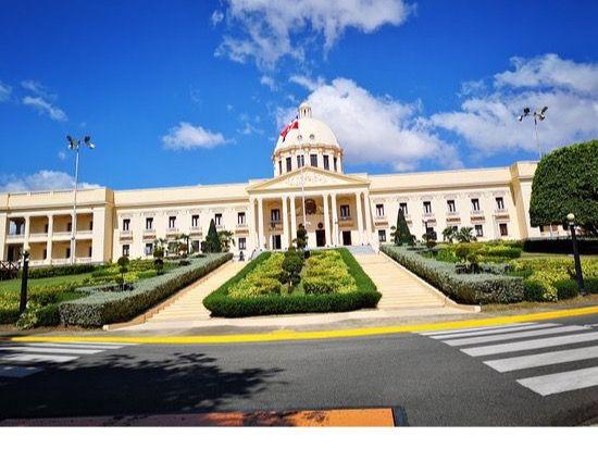 El Gobierno planifica construir 'viviendas dignas' junto al sector privado.