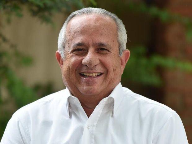 Abogado y escritor Luis Javier pone en circulación su novela sobre Sánchez