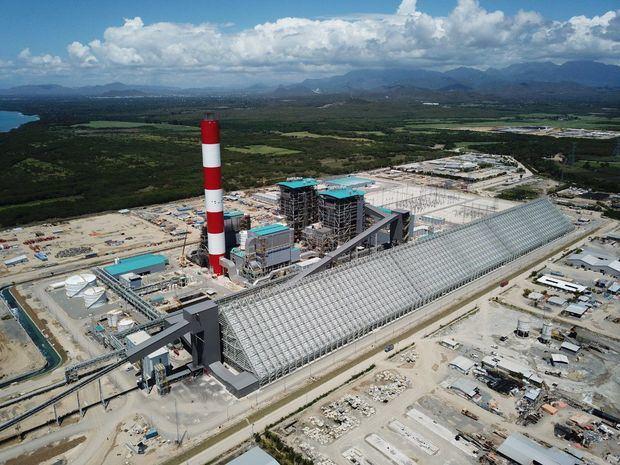 Autoridades municipales de Santana analizan contaminación de Punta Catalina