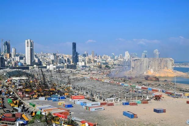 Vista general de los daños ocasionados en el puerto de Beirut por la explosión del martes.