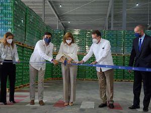 Cervecería inaugura centro de distribución con la presencia de Raquel Peña e Ito Bisonó.