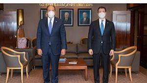 Presidente ejecutivo del Banco Popular Dominicano, señor Christopher Paniagua, y el administrador del Banco de Reservas, señor Samuel Pereyra Rojas.