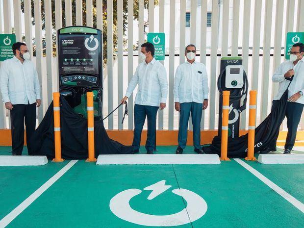 Popular e InterEnergy Group extienden a Santiago estaciones de carga inteligente