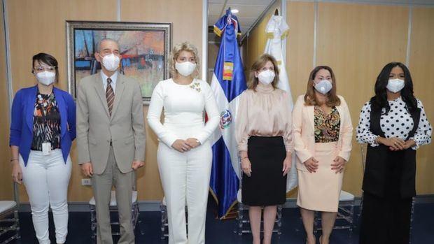 La vicepresidenta de la República, Raquel Peña, en compañía de los ministros Franklin García Fermín, Kimberly Taveras y Mayra Jiménez.