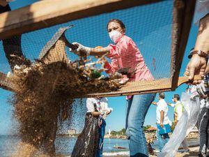 Alcaldesa Carolina Mejía reconoció junto a los voluntarios de la Fundación Vida Azul.